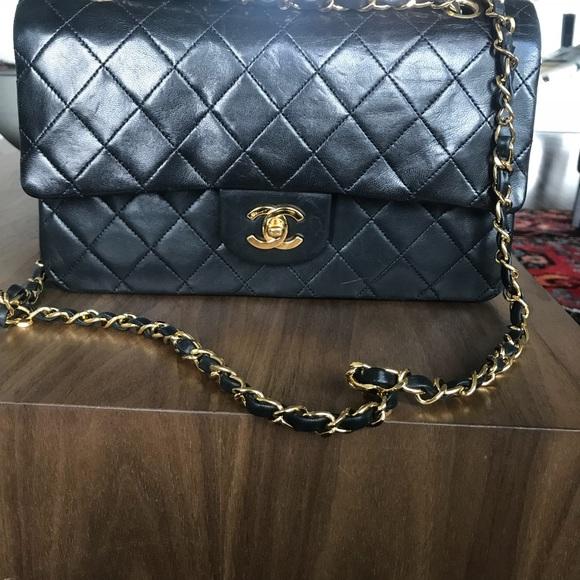 0aed3f0950d4 CHANEL Handbags - Authentic Vintage CHANEL Medium classic flap bag